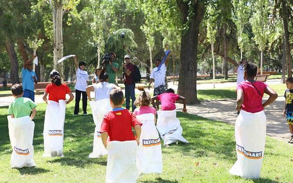 Cómo organizar una gymkana para muchos niños