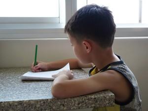 Hacer deberes en vacaciones con estos consejos para los niños