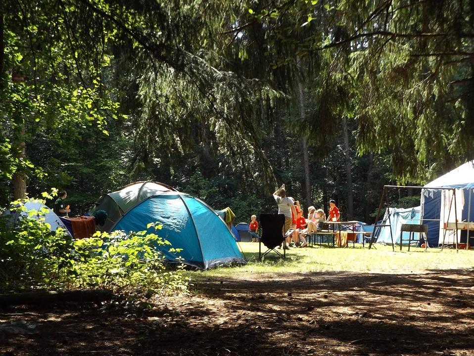 7 Ventajas de los campamentos de verano - carpas
